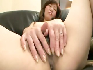 unshaved asian cougar receives fingered