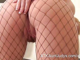 over 410 d like to fuck natalia takes off her