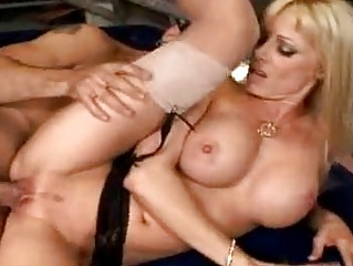 milf holly sampson widens her bawdy cleft to get
