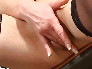 mature dildoing her cum-hole