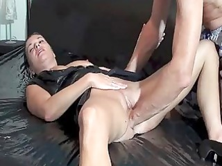 fisting the wifes loose cunt untill she is squirts
