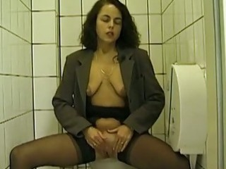 public toilet oral-stimulation and peeing with