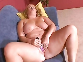 large breasted blonde d like to fuck masturbates