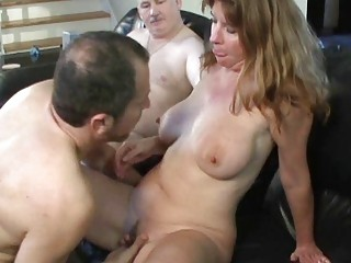 brunette d like to fuck with big honkers sucks