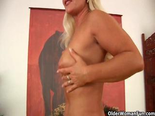 slutty soccer mommy exposing her curvy aged body