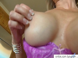 hawt housewife toys swollen clit