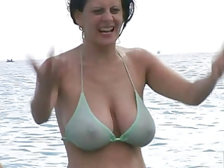 hawt mother i in bikini at the beach