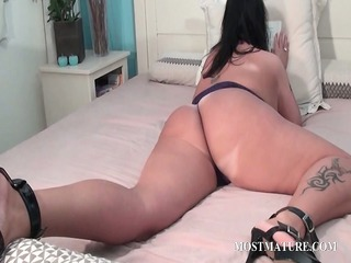 mature wench plays with her horny body