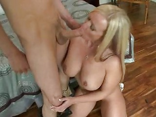 blond luty d like to fuck with huge bazookas