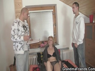 lonely granny gives her snatch