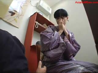 milf in kimono getting her shaggy pussy licked