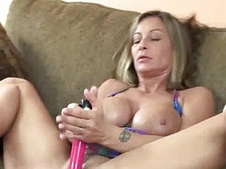 breasty d like to fuck leeanna fucking her wet