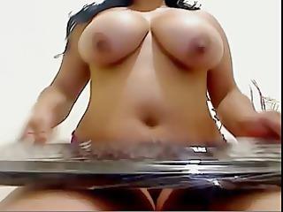 big beautiful woman masturbates on cam