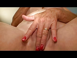 granny with good scones masturbates her hole