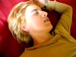 hot sexy dilettante wife filmed shagging !