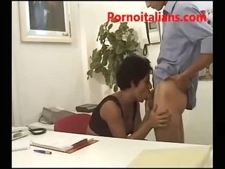 segretaria italiana fa pompini e tra maschi -