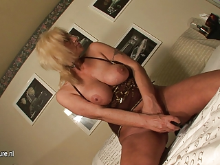 golden-haired aged mother masturbate