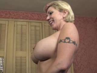 breasty mommy plays fuck game