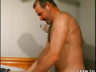 aged baisee et sodomisee par deux hommes