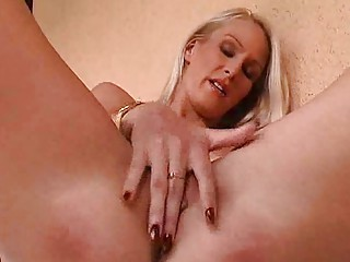 d like to fuck hotty masturbates her drenched