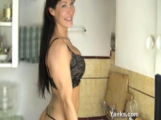 sexy mamma fucking a kitchen counter