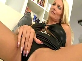 sexy euro blond d like to fuck cougar winnie