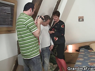 they film three-some with granny