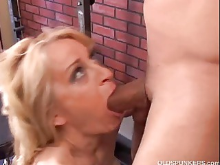 gorgeous cougar can to fuck