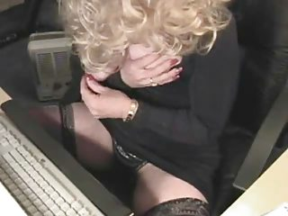 114 years perverted mom silvia plays for livecam