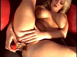 blond mature shows her seasoned juicy crack and