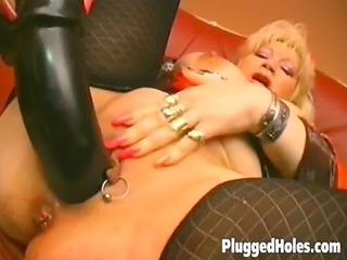 busty d like to fuck dildoing her pierced slit